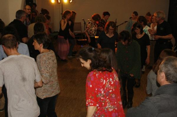Avril: bal folk à la salle communale